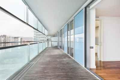 Элитная квартира в Барселоне у моря с просторной террасой и великолепной морской панорамой